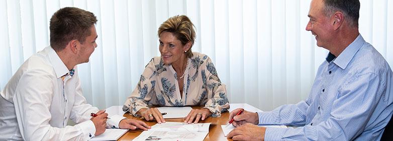 Discussion with Ms. Sabine Heimann and Dr. Uwe Dittmar - Quotation marks on the right - Graphische Technik und Handel Heimann GmbH, Pferdekamp 9, D-59075 Hamm